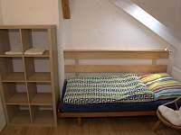 ložnice pro 2 v apartmánu do zahrady - pronájem Turnov