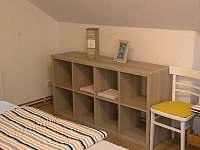 ložnice pro 3 v apartmánu do zahrady - Turnov