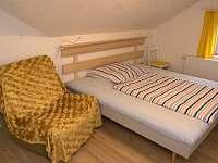 ložnice pro 3 v apartmánu do zahrady - k pronajmutí Turnov