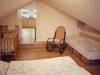 ložnice pro tři a miminko v apartmánu s balkónem - k pronájmu Turnov