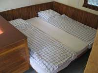 přistýlka pro čtvrtou osobu-dítě (propojení postelí)