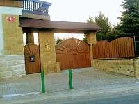 brána z ulice - Pařezská Lhota