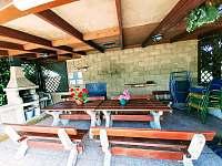 posezení u bazénu - pronájem chalupy Pařezská Lhota