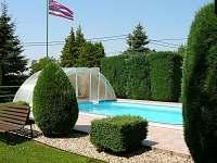 zastřešený,vyhřívaný,osvětlený bazén 7x3,5x1,5m - chalupa k pronájmu Pařezská Lhota