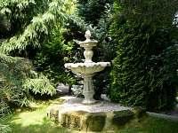 zátiší s fontánou - chalupa k pronájmu Pařezská Lhota