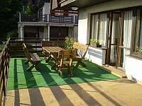 Na terase - chata ubytování Kyje