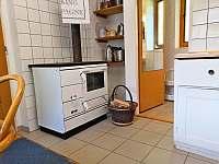 Kuchyně v přízemí - chalupa k pronájmu Branžež