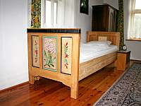 Malovaná postel - pronájem chalupy Branžež