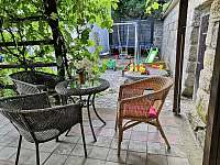 Sezení venku - pronájem chalupy Branžež