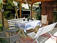 Venkovní sezení, gril - chalupa ubytování Branžež
