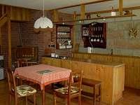 obytná kuchyň - chalupa k pronájmu Újezd pod Troskami - Hrdoňovice