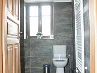 Roubenka pod Kozákovem - koupelna v podkroví