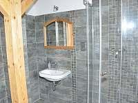 Roubenka pod Kozákovem - koupelna v podkroví - Záhoří - Dlouhý