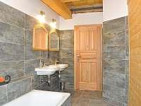 Roubenka pod Kozákovem - koupelna v přízemí - Záhoří - Dlouhý