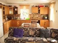 pohled do kuchyně - chalupa ubytování Rovensko pod Troskami - Václaví