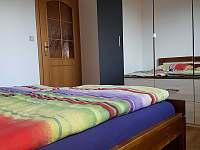 Ložnice 3)