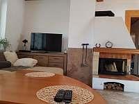 Obývací pokj - krb a TV
