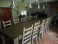 oddělená společenská místnost v bývalém chlévu - Zásadka