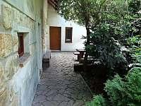 zadní vchod - chalupa ubytování Zásadka