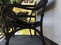 lavička na balkóně - Zbirohy