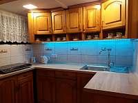 chata Amálka - kuchyňský kout - k pronájmu Pecka