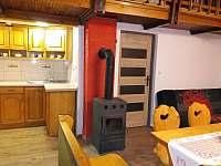 chata Amálka - společenská místnost - k pronajmutí Pecka