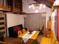 chata Amálka - společenská místnost - k pronájmu Pecka