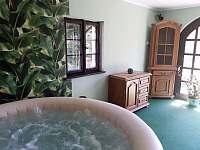 welnes-prostorná místnost na odpočinek - chalupa ubytování Samšina
