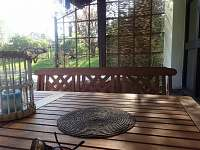 zahradní nábytek na terase - Samšina