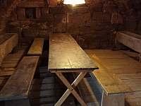 Klenutá kamenná místnost k posezení - roubenka k pronajmutí Nová Ves nad Popelkou