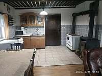 obývák s kuchyní - pronájem chalupy Nová Ves nad Popelkou