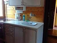 Kuchyně - chata k pronájmu Ohrazenice