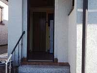 Vchod - chata ubytování Ohrazenice