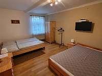 Chalupa Vesec APT. pro 8 osob, ložnice I pohled z chodby - k pronajmutí