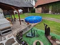 Chalupa Vesec zahrada s bazénem - ubytování Vesec u Sobotky