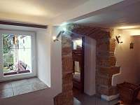 pískovec v ložnici - pronájem apartmánu Rovensko pod Troskami