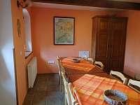 Společná místnost v suterénu - Podhorní Újezd a Vojice