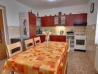 Kuchyň 6 míst, plně vybavená + myčka. - Pecka