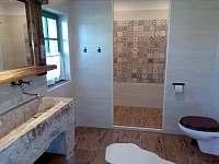 koupelna dole - Chuchelna-Komárov