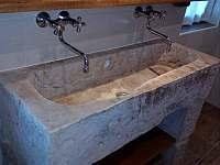 koupelna dole - pronájem chalupy Chuchelna-Komárov