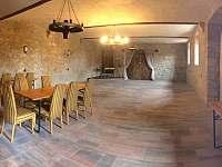 Společenská místnost ve dvoře. - pronájem chalupy Střížovice