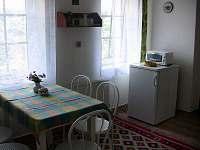 Kuchyň - chalupa k pronájmu Chloumek