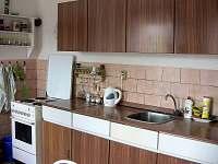 Kuchyňská linka - chalupa ubytování Chloumek