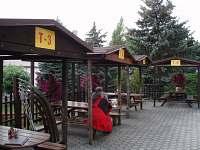 Posezení na terase - ubytování Sedmihorky