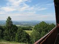 výhled z balkonu na Krkonoše a Jiz.hory - chalupa k pronájmu Komárov