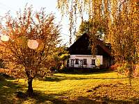 Barevný podzim na chalupě - Svojek