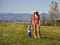 Jaro ve Svojku - pěší výlet na kopec Jíva -