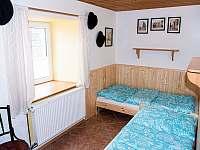 Pokoj ve spodním patře - chalupa k pronajmutí Svojek