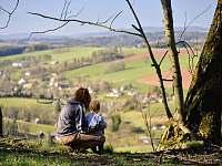 výhled na Svojek z protějšího kopce Jíva (úžasný pěší výlet) -