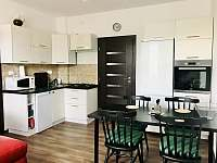 Kuchyň s jídelním koutem - apartmán ubytování Jičín